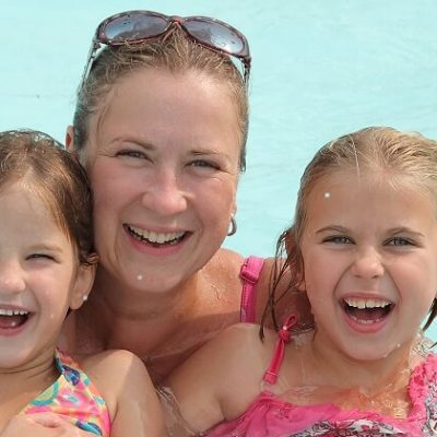 family-in-the-pool-at-highland-pines-campground-in-ontario ...